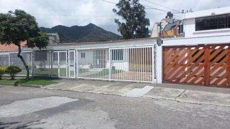 Se venden dos casas colindantes, de un piso, con frente total de 34 metros y área de <strong>terreno</strong> de 1.20 57298