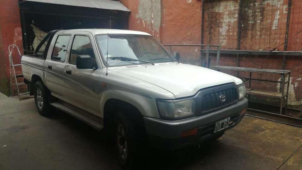 Toyota Hilux 2002 - 260000 km