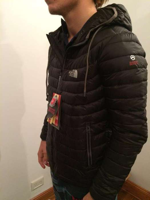 Campera The North Face con Auriculares.