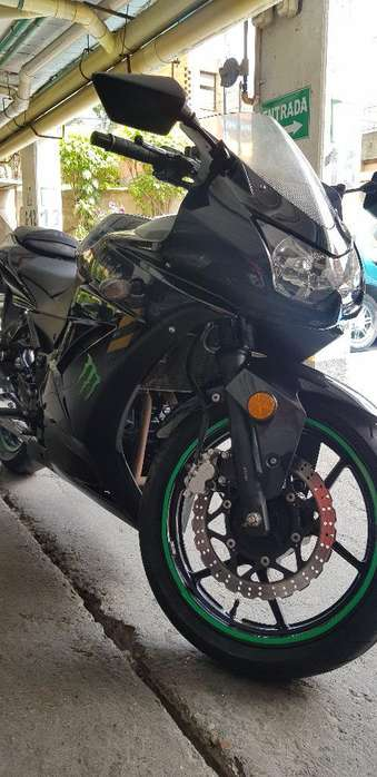 <strong>kawasaki</strong> Ninja 250 2012 con Solo 16000km
