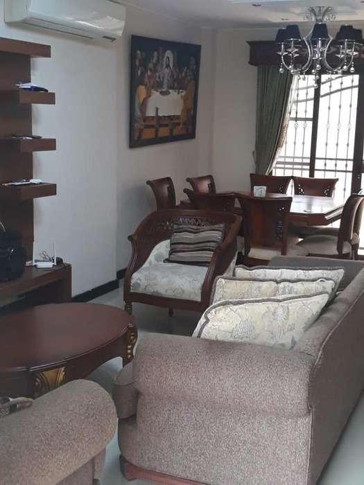 Alquilo hermosa casa en urbanización privada, Las Crucitas, Machala