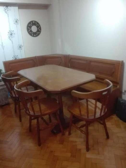 Mesa de madera esquinera