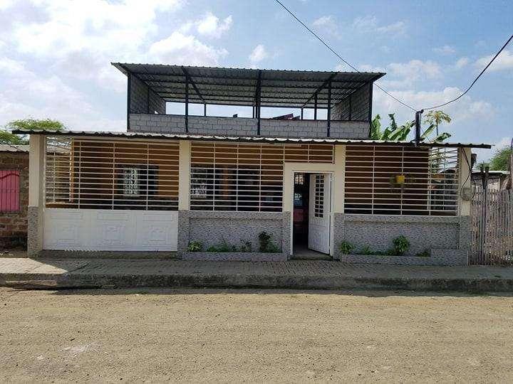 Casa de 2 pisos con cubilosa y 3 dormitorios