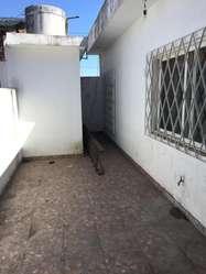 Departamento tipo casa en alquiler en Merlo Centro