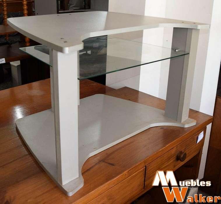 Mesa baja para TV triple plano con estante de vidrio