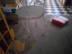 Mesa de Hierro Antigua