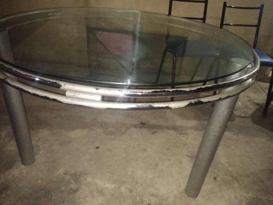 Vendo Mesa de Vidrio Grande con 4 Sillas