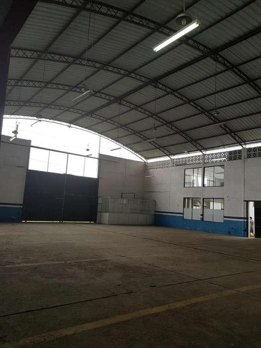 Bodega 950 m2, terreno 1100 m2, h 10m. Via Quevedo Klm. 3, industrial.