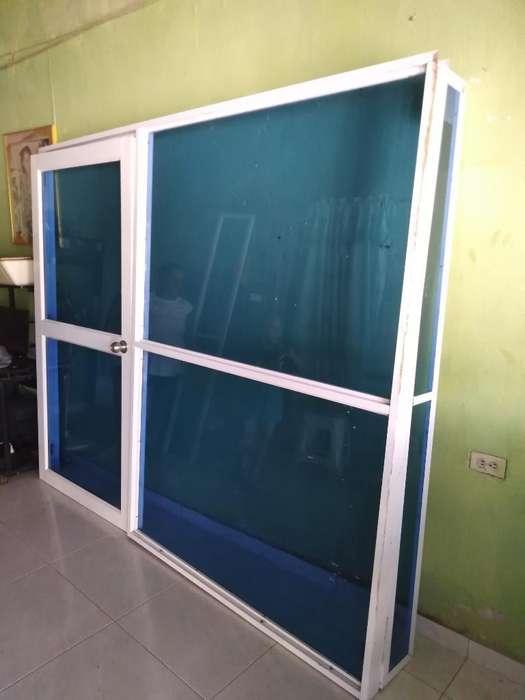 Vendo Puerta de Vidrio Y Aluminio