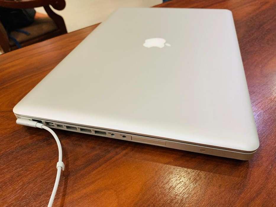 Macbook Pro i7 de 17 pulgadas y 16G de RAM