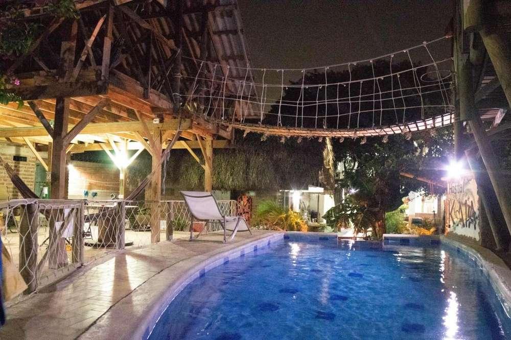 Se vende Hotel/Hostal de lujo bien ubicado con piscina a puerta cerrada. 600m2