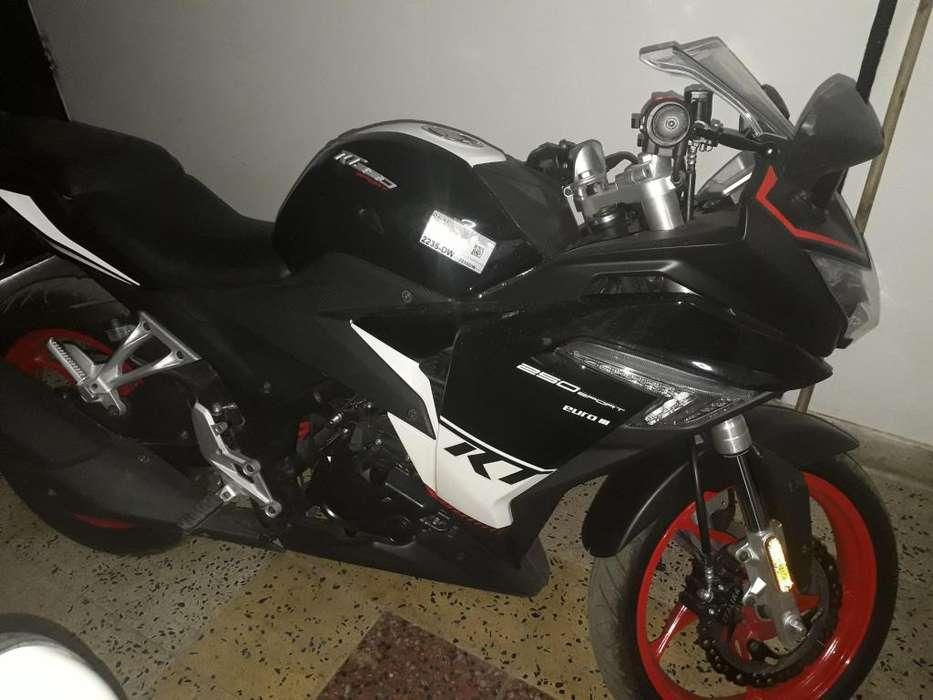 Se vende moto rt 250 ao 2018