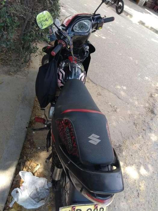 Moto Suzuki Bes