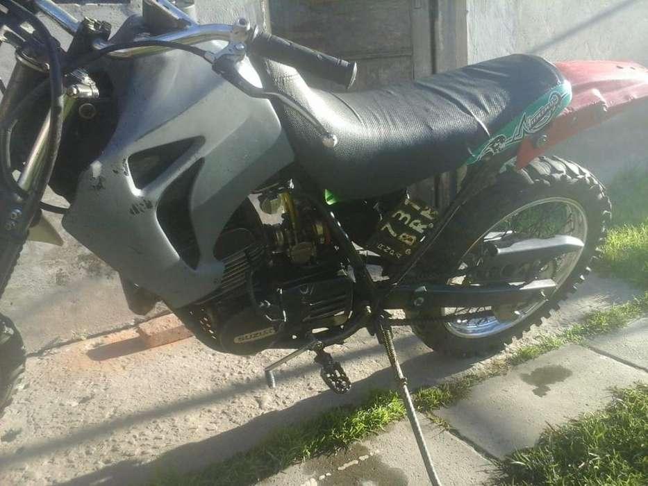 Vendo Moto <strong>suzuki</strong>