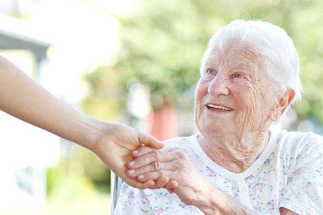 Cuido adultos/as mayores a domicilio o en hospitales/clínicas