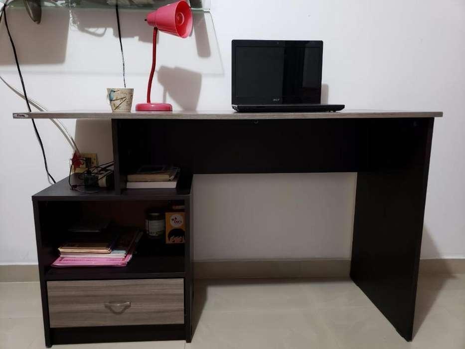 <strong>escritorio</strong>, Silla Y Lámpara