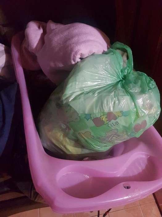 Bañera de Nena con Calzados Y Ropita