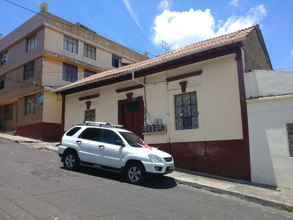 Casa Rentera de venta La Tola Alta cerca al parque Itchimbia