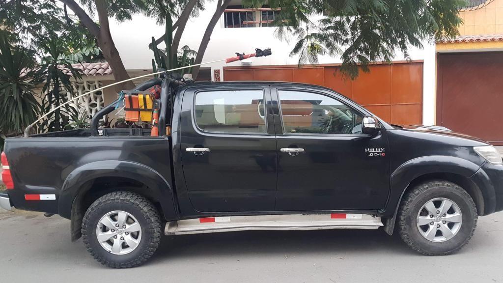 Alquiler de Toyota hilux 4x4 Pick up full equipo para empresas