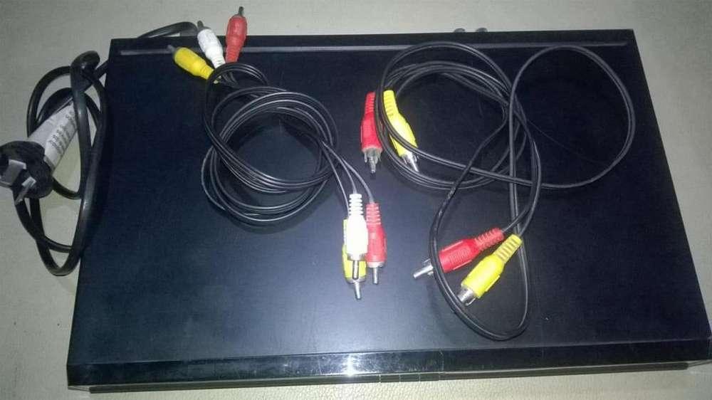 Reproductor de dvd tonomac. Poco uso con usb y cartera con pelìculas y otros