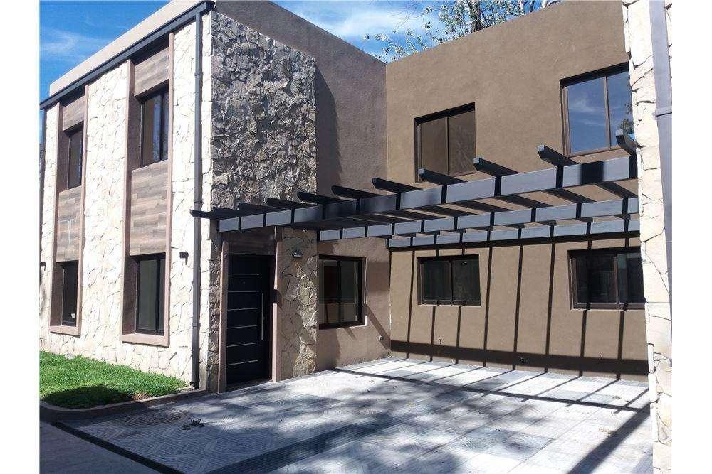 Dúplex 3 Ambientes con patio y parrilla en Moreno