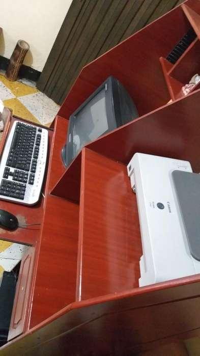 Se Vende Computador con Mesa