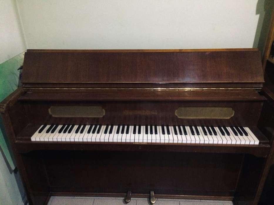 VENDO PIANO ACÚSTICO AUGUST FORSTER