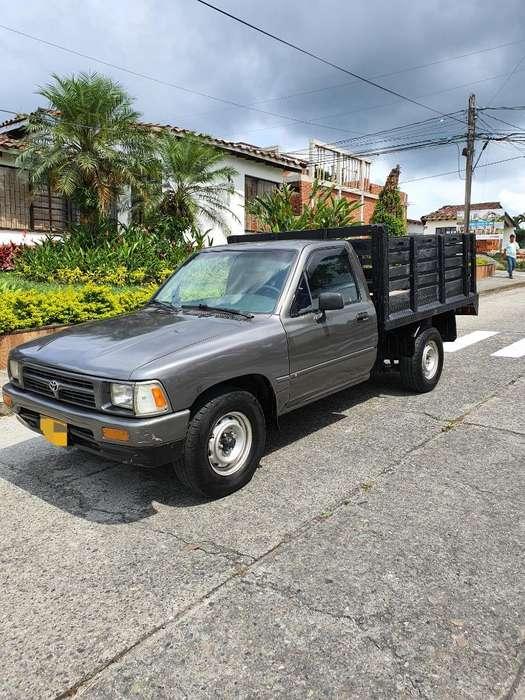 Toyota Hilux 1998 - 201000 km