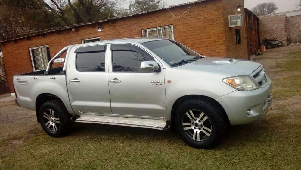Toyota Hilux 2006 - 180000 km