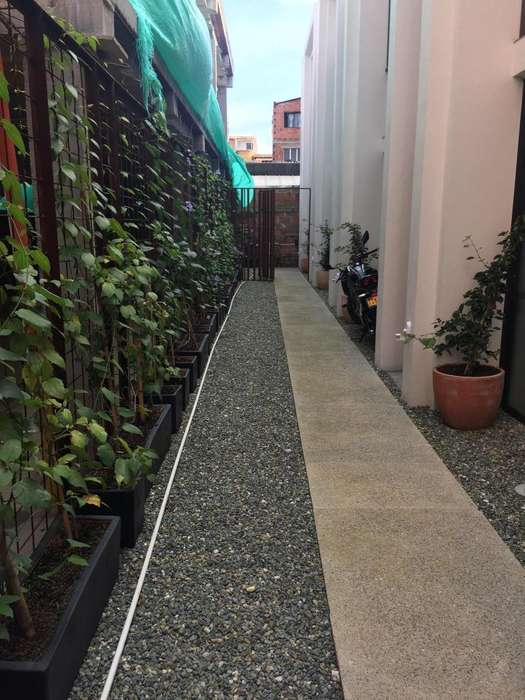 Manrique, Apartamento de dos pisos a media cuadra de la estación Manrique de metro plus