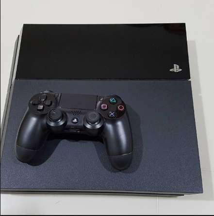 Playstation 4. 1 Control. 5 Juegos gratis