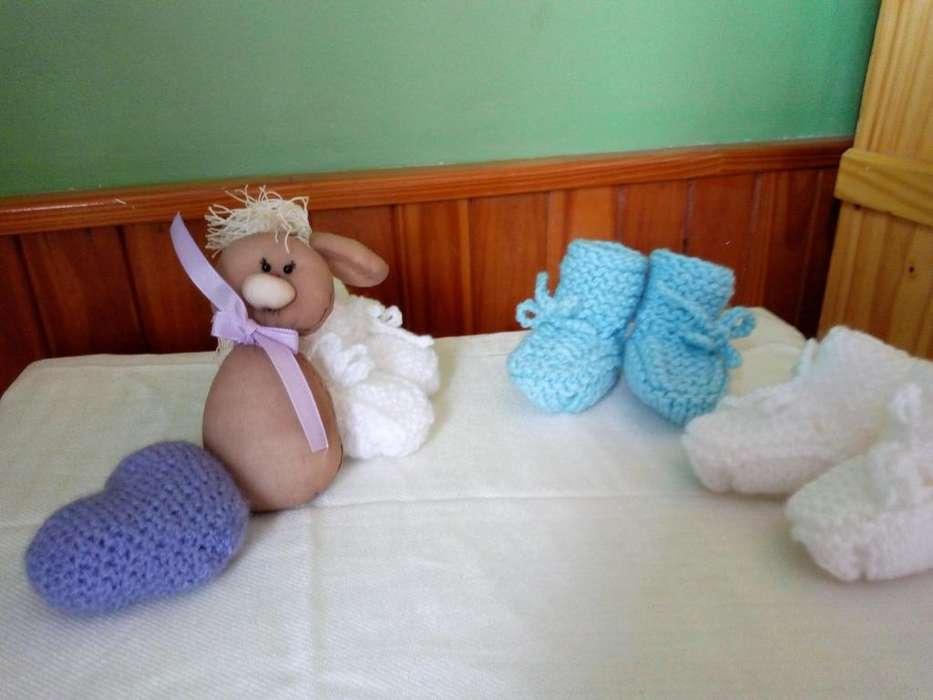 Escarpines de bebe tejidos