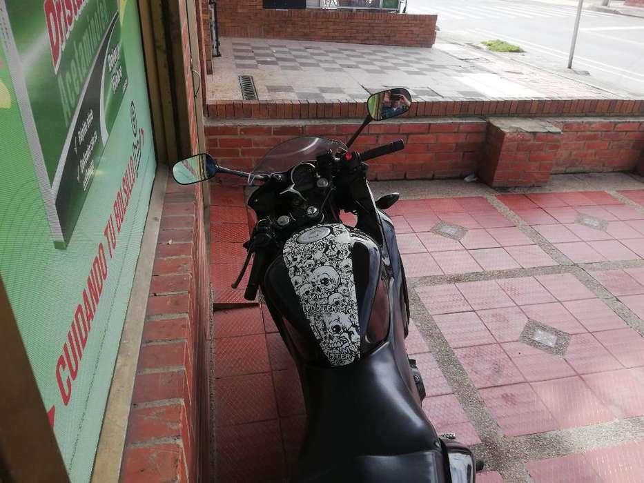 Vendo Moto Honda Cbr 250 R