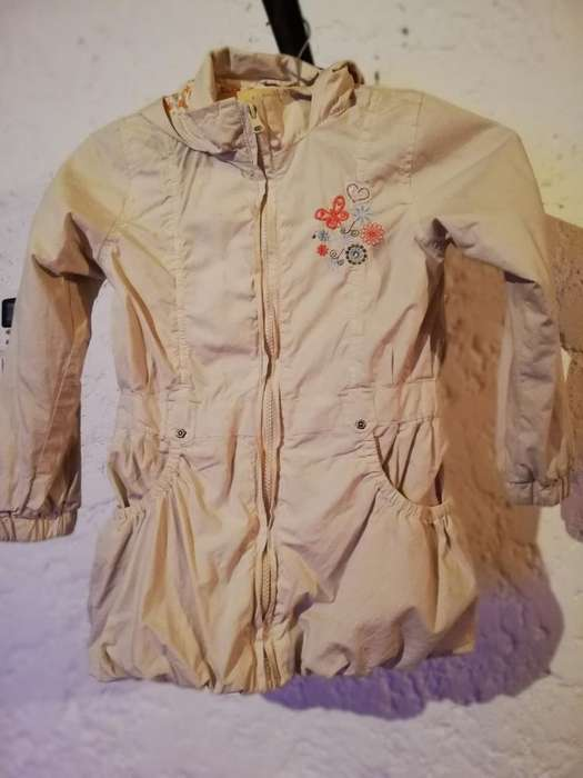 Campera Impermeable Talle 4