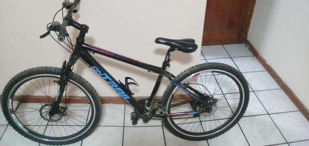 Bicicleta de 7 velocidades y con suspensin delantera en buen estado