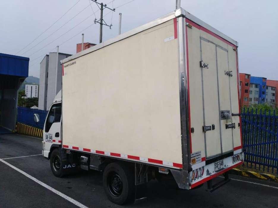 camion con furgon y termo