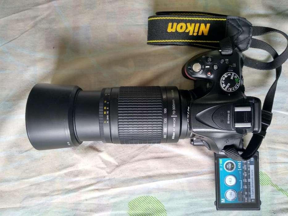 Vendo Nikon D5200
