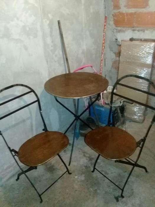 Mesa y sillas cervecera
