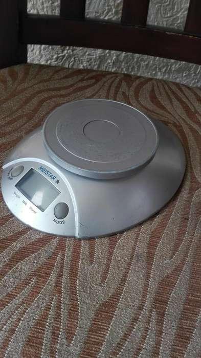 gramera electrónica de cocina en buenas condiciones