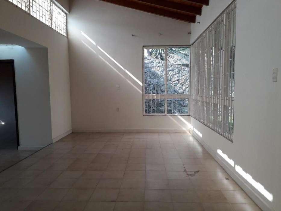 COD 5218 ARRIENDO CASA BARRIO BOLARQUI