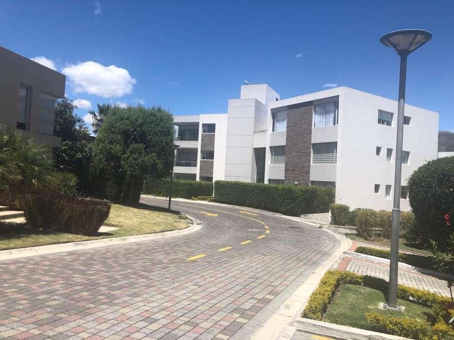 Alquiler departamento, 1 dormitorio,estudio o dormitorio, balcon 2 parqueaderos, Cumbaya centro