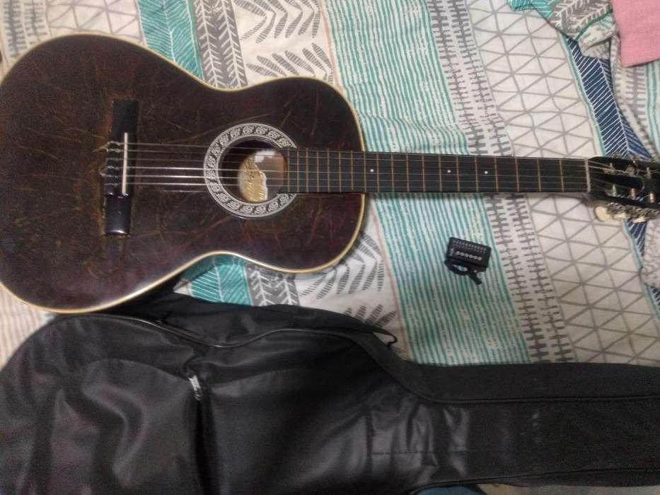 Guitarra Acústica con Estuche Y Afinador