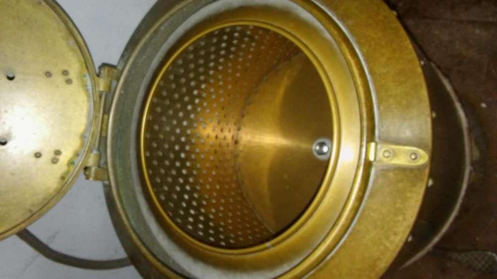 Centrifuga trifasica de bronce en buen estado y funcionando.