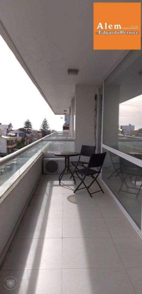Venta Piso 2 ambientes- al frente con balcon- sin muebles