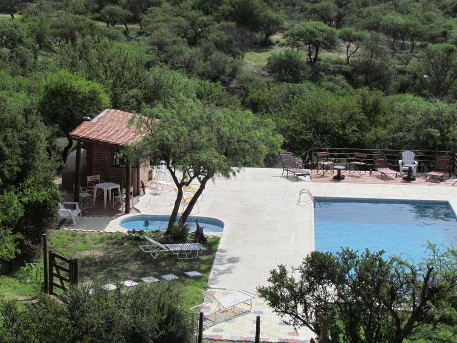 uo85 - Cabaña para 2 a 6 personas con pileta y cochera en Villa De Merlo