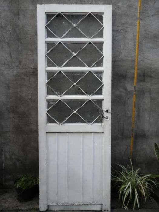Vendo puerta usada de chapa con vidrios rejas y <strong>cerradura</strong> sin marco