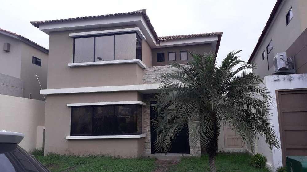 Casa en Alquiler / Renta Urb. <strong>ciudad</strong> Celeste cerca al C.C. Batan Mega kiwi