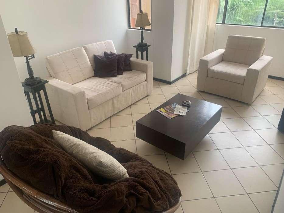 Sala Completa con Sofas Mesas Y Lamparas