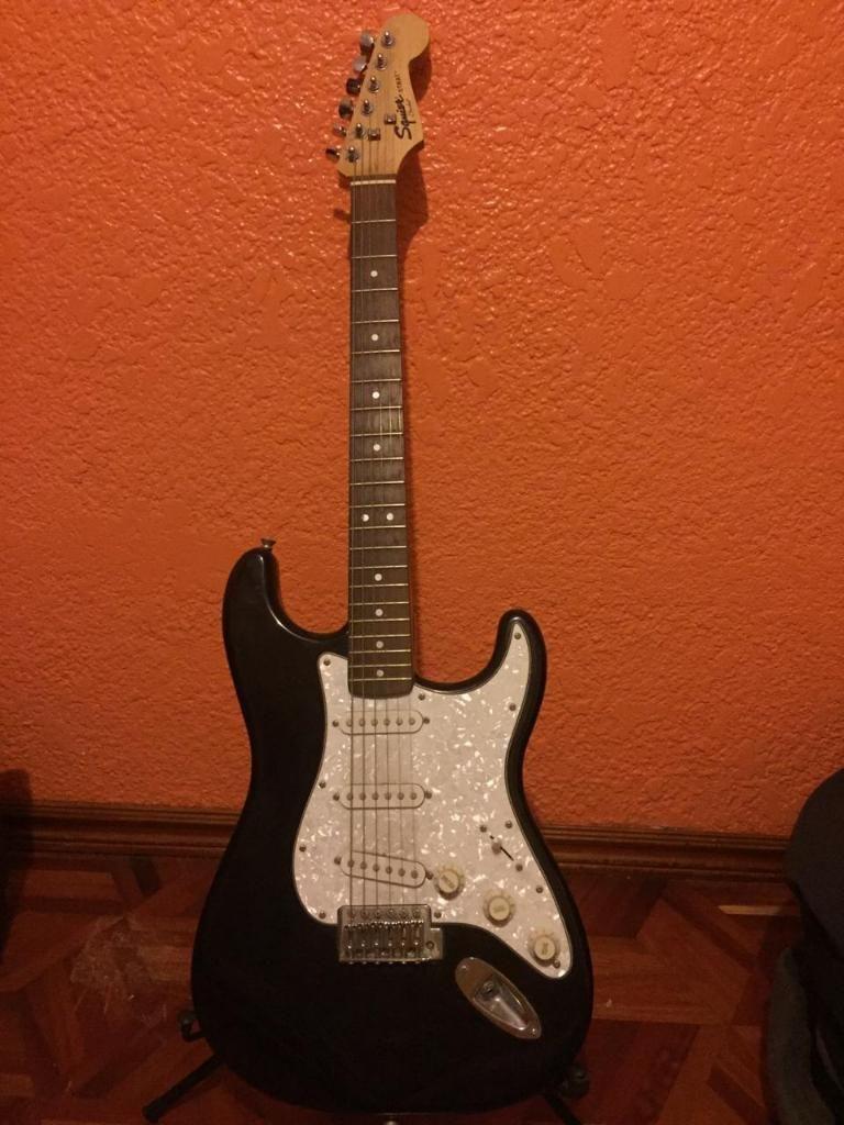 Guitarra Fender Squier con Amplificador