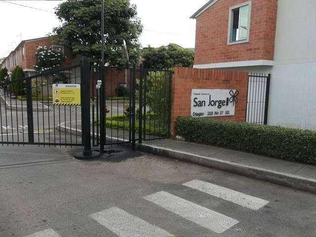 Vendemos casa en Girón, Conjunto Residencial San Jorge 2. Housers Inmobiliaria
